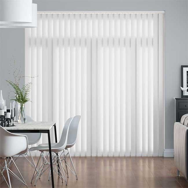 Rèm lá dọc cửa sổ màu trắng
